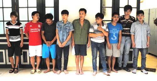 Các đối tượng đánh bạc ở huyện Thanh Oai bị Phòng CSHS bắt giữ
