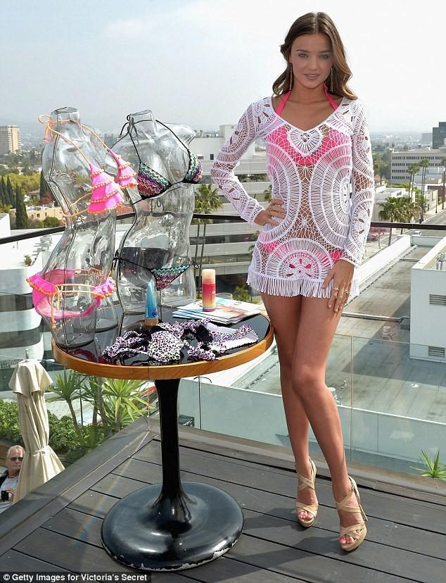 Thiên thần Victoria's Secret diện đầm ren khoe nội y - ảnh 5