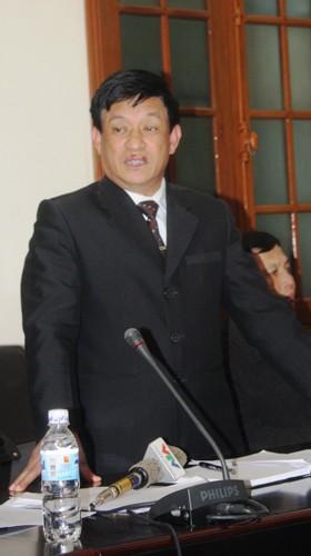 Chủ tịch UBND huyện Tiên Lãng Lê Văn Hiền tại cuộc họp báo