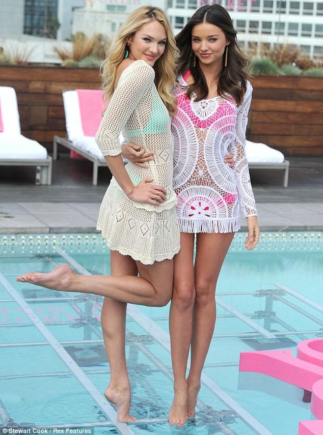 Thiên thần Victoria's Secret diện đầm ren khoe nội y - ảnh 2