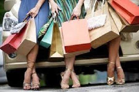 Trường quốc tế: Nhiều học sinh biến chuyến du học             ngắn ngày thành cơ hội mua sắm xa xỉ