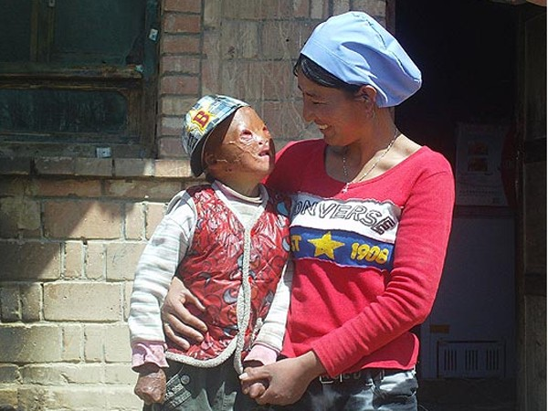 Hai mẹ con vui mừng khôn xiết, Wang Xiaopeng cùng với mẹ Zheng Weixiu