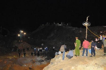 Máy định vị vẫn 'bó tay' trước núi đất đá - ảnh 2