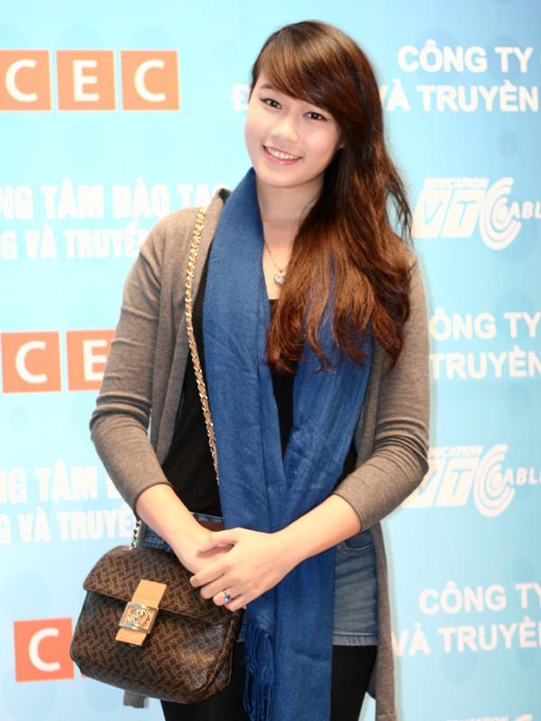 Miss Teen Minh Trang rạng rỡ ngày khai giảng - ảnh 3