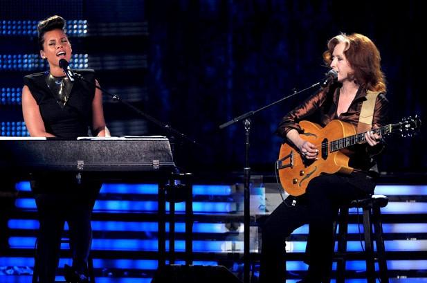 Alicia Keys và Bonnie Raitt tưởng niệm nghệ sĩ Etta James bằng ca khúc