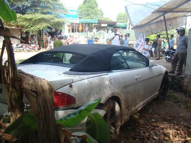 BMW lao vào nhà dân - ảnh 5