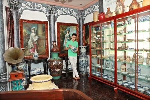 Tính sơ bộ, trong nhà Tùng Lâm có hơn ngàn món đồ cổ, giá trị hơn trăm tỷ đồng