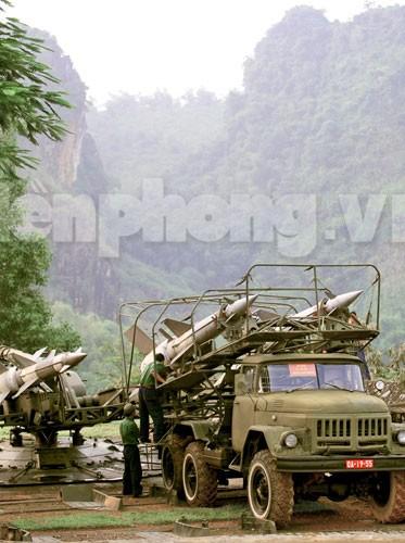 Xe đặc chủng đưa 'Nỏ liên châu' S-125 Pechora ra trận địa