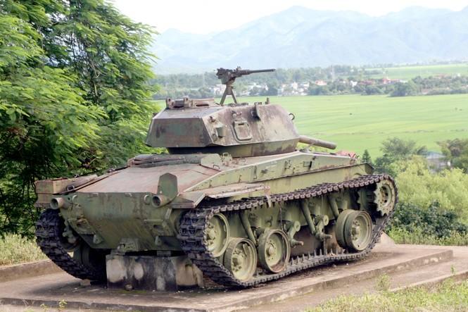 Cỗ xe tăng chiến lọi phẩm đặt tại đồi A1