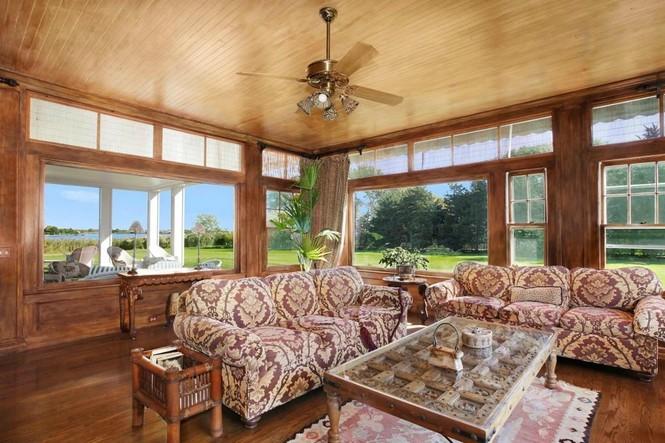 và thoáng đãng với nhiều cửa sổ để chủ và khách có thể chiêm ngưỡng khung cảnh thanh bình bên ngoài