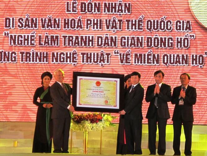 Trao bằng di sản văn hóa phi vật thể cấp quốc gia cho tranh dân gian Đông Hồ - ảnh 1