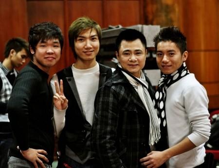 Thái Thành (ngoài cùng bên trái) luôn gây ấn tượng với mọi người             bởi sự lạc quan, yêu đời