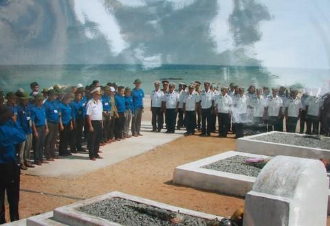 Tri ân liệt sỹ trên đảo Trường Sa