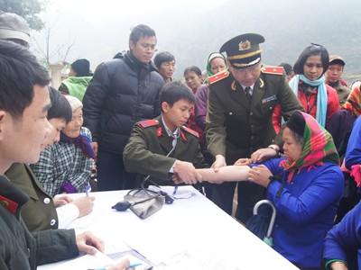 Tuổi trẻ Bộ Công an thường xuyên tổ chức các hoạt động tình nguyện, khám chữa bệnh miễn phí tại vùng sâu, vùng xa. Ảnh: Nguyễn Minh