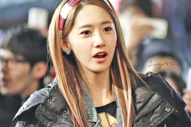 Yoona nổi bật với chiếc băng đô xinh xắn