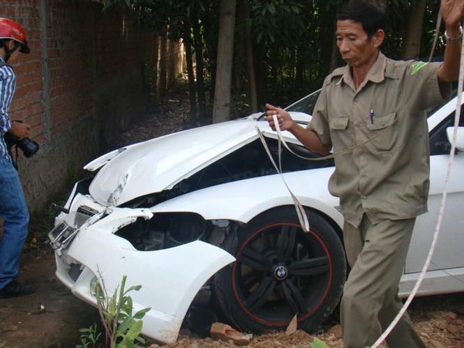 BMW lao vào nhà dân - ảnh 7