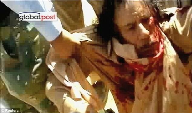Xuất hiện video ông Gaddafi bị bắn vào đầu - ảnh 8