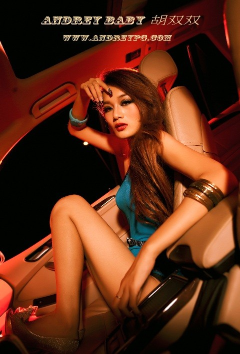 Chân dài đốt cháy ca-bin BMW - ảnh 10