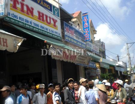 Người dân xôn xao trước việc tiệm vàng bị Tín Huy bị cướp giữa ban ngày