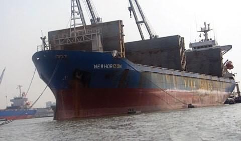 Một trong những con tàu đang nằm bất động tại nước ngoài của Vinashinlines. Ảnh: Thủy thủ đoàn cung cấp