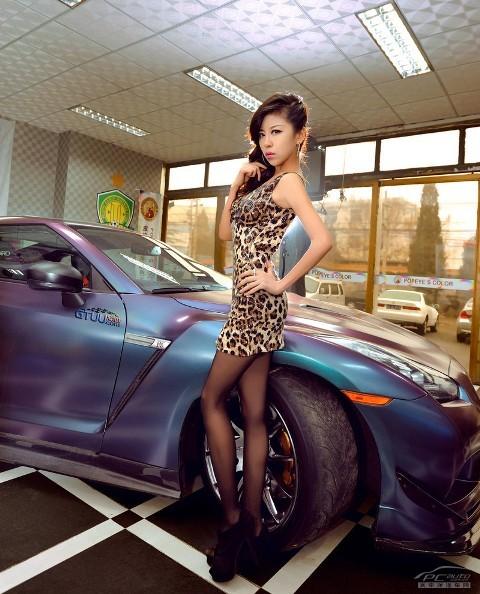 'Báo gấm' tạo dáng bên Nissan GTR - ảnh 8