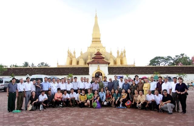 Thăm Thadluang tại thủ đô Viêng Chăn – Lào