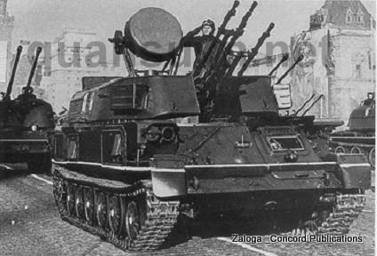 1 chiếc ZSU-23-4 mẫu 1965 trong lần duyệt binh ở Mátxcơva . Chú ý miếng che lỗ thông hơi - làm mát đã được kéo thêm xuống phía dưới so với các xe loạt  0 mẫu 1964