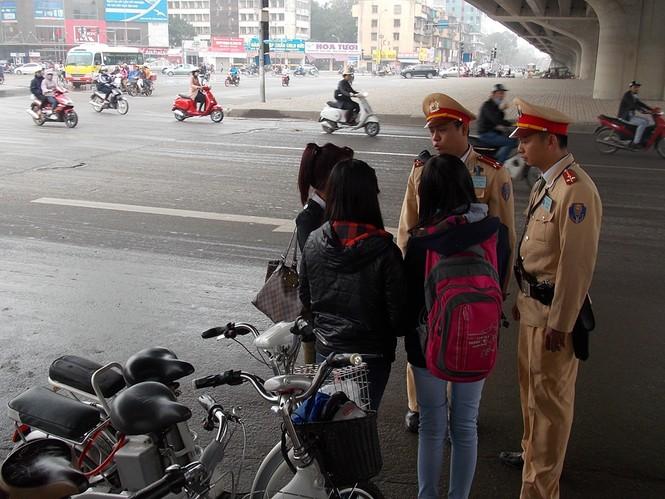 Nhiều sinh viên đi xe đạp điện không MBH - ảnh 10