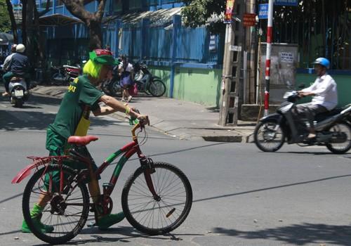 'Dị nhân' bán vé số ở Sài Gòn - ảnh 9