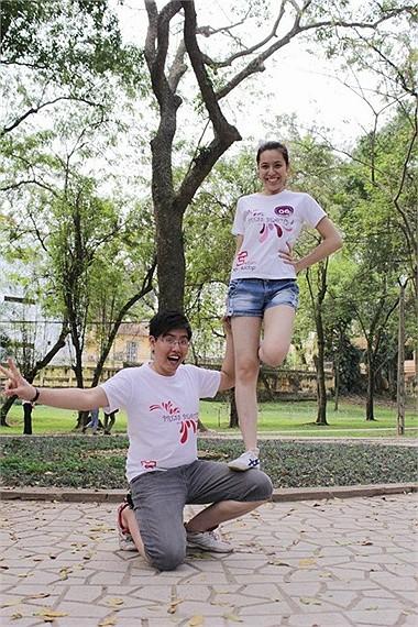 Cặp đôi của Trần Huyền Anh tạo dáng rất ấn tượng