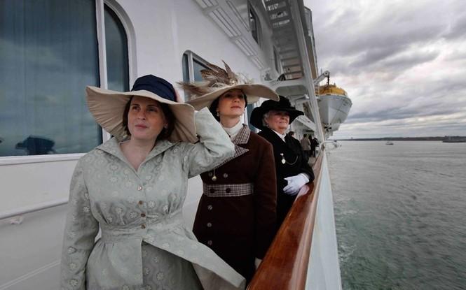 Đến từ 28 quốc gia, các hành khách hi vọng sẽ được tới New York an toàn trên con tàu Titanic mới này .