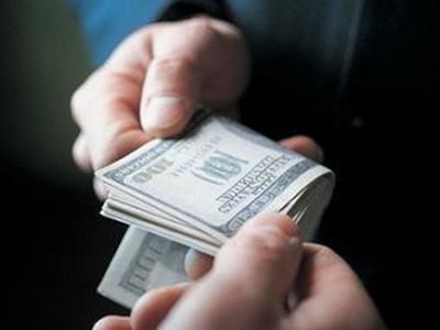 Tiền lì xì quan chức đang là một dạng quà tặng biến tướng - Ảnh: law211