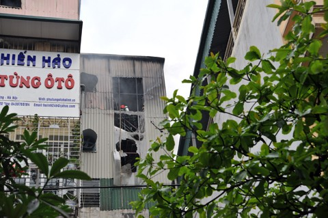 Đám cháy xuất phát từ tầng cao của tòa nhà số 24B phố Đồng Nhân