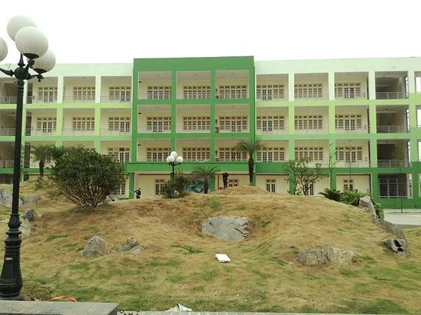 Thậm chí trường còn có cả khu được thiết kế như công viên