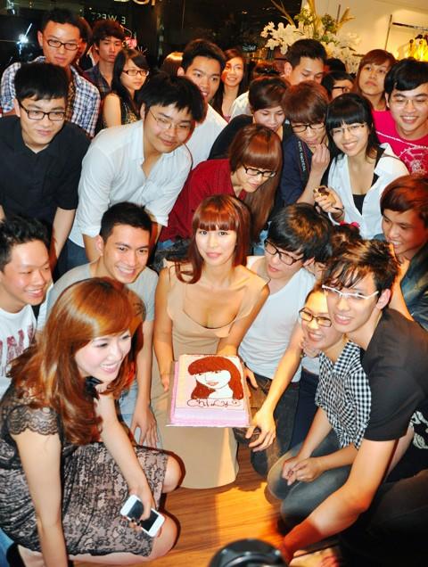 Hà Anh đón sinh nhật sớm trước giờ minishow - ảnh 11