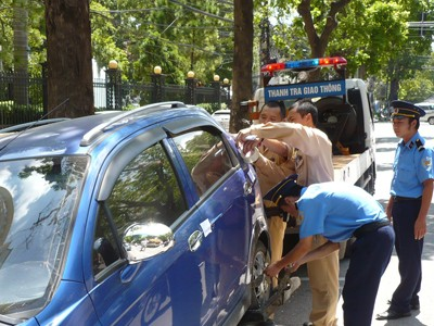 Theo Thông tư 11, từ 15-4 CSGT bắt đầu xử lý xe không chính chủ. Ảnh: Hồng Vĩnh