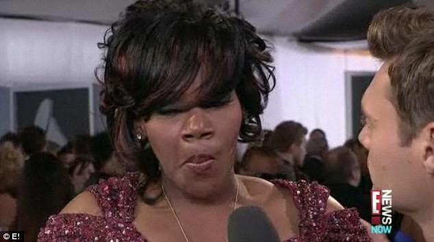 Cô xúc động khi chia sẻ với MC của kênh E! về sự ra đi đột ngột của Whitney Houston