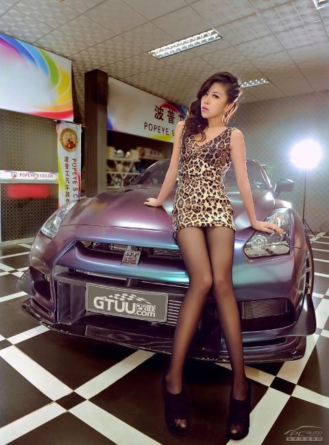 'Báo gấm' tạo dáng bên Nissan GTR - ảnh 12
