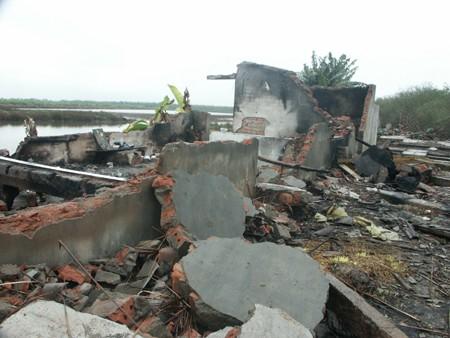 Ngôi nhà một tầng của gia đình ông Vươn bị đập, đốt.