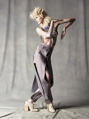 Ảnh bán nude của chân dài đắt show nhất thế giới - ảnh 1