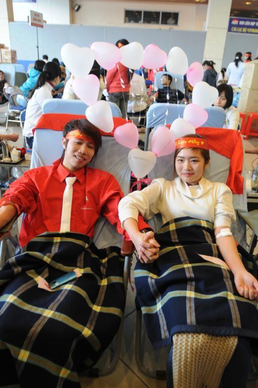 Ngồi cạnh Ngọc Hân và Nguyễn Thị Loan là các cặp tình nhân
