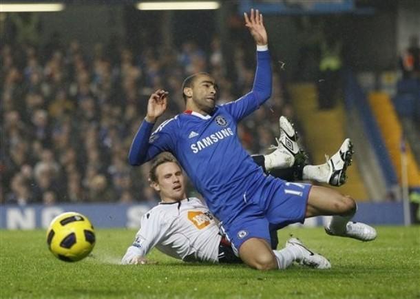 Chelsea (áo xanh) có chiến thắng nhọc nhằn trước Bolton