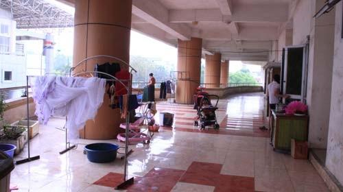 Sinh hoạt, ăn ở của nhân viên tại nhà thi đấu Phú Thọ