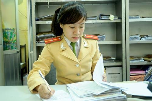Nữ cảnh sát Mai Huyền với công việc thường ngày ở đội CSGT số 2