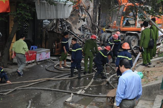 Nhà năm tầng thành đống đổ nát vì hỏa hoạn - ảnh 8