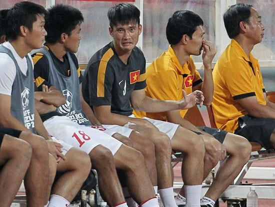 Công Vinh ngồi dự bị trong trận Việt Nam gặp Thái Lan ở AFF Cup 2012