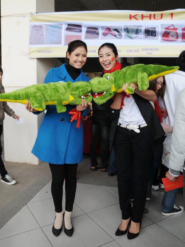 Hoa hậu Ngọc Hân cùng 500 cặp tình nhân hiến máu - ảnh 15