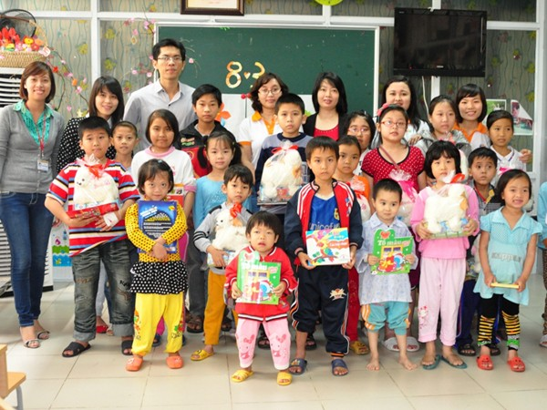 Chương trình đã đến tặng quà các bệnh nhân tại Bệnh viện Nhi T.Ư (Hà Nội)
