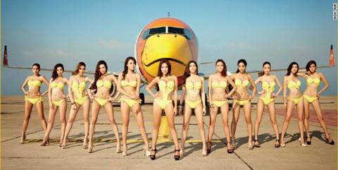 Nok Air gây shock với dàn tiếp viên mặc bikini chụp hình quảng cáo