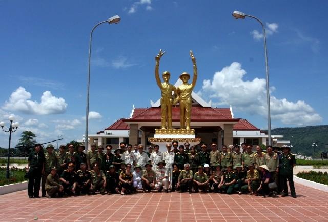 Đoàn thăm bảo tàng bản Đông - Lào